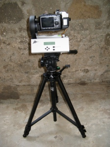 Camera mounted on Gigapan robot mounted on tripod - user side